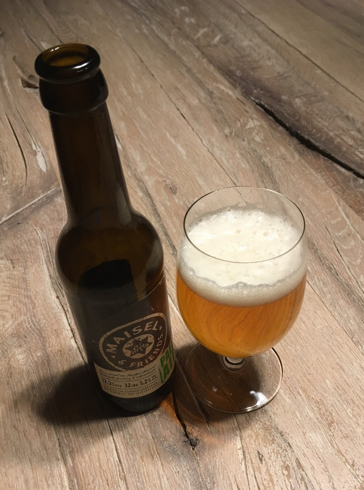 Maisel & Friends Pale Ale im Glas und in der Flasche