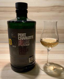 Port Charlotte 10 Flasche und Glas