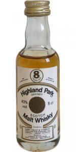 Eine Flasche Highland Park 8 mit 40% in Miniaturform.