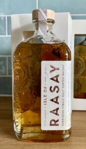 Eine Flasche Raasay Single Malt Batch R-01