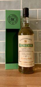 Eine Flasche Longrow 2004 von Cadenhead aus einem Rum-Fass